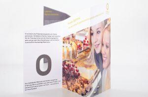 Flyer in Kuchenform von deerns und jungs Corporate Design Agentur Köln